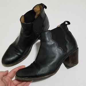 Frye 8.5 Jackie Gore Stitching Black Ankle Booties